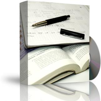 Caja con CD. La carátula de la caja muestra libreta con apuntes y bolígrafo destapado encima, sobre libro de texto abierto